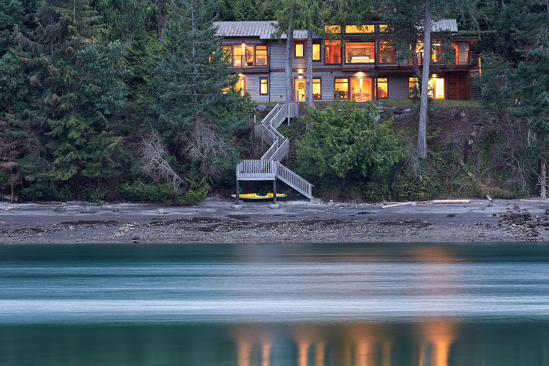 Oceanfront, Evening Exterior (real estate) ©johncameron.ca